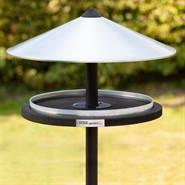 930133-1-fågelbord-på-stolpe-voss.garden-fågelamtare-i-trä-och-metall.jpg