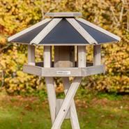930332-1-fågelbord-fint-metalltak-trä-voss.garden.jpg