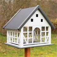 930365-fagelvilla-fagelhus-belau-metalltak-vackert-fagelbord-voss-garden.jpg
