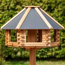 930300-1-stort-fågelhus-tofta-metalltak-fågelbord-voss.garden.jpg