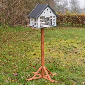 930366-voss-garden-belau-fachwerk-vogelhaus-mit-standfuss.jpg