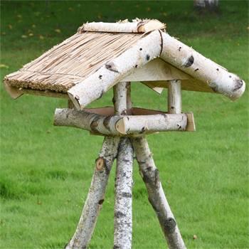 930430-fagelbord-fagelmatare-hus-inkl-stativ-holm-voss-garden.jpg