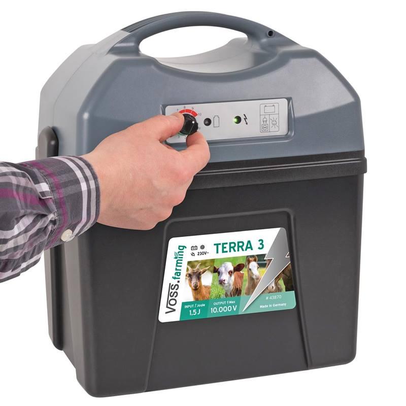 43870-2-voss.farming-terra-3-electric-fence-battery-energiser-12v-9v-mains.jpg