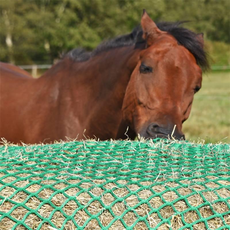 504590-runt-honat-rundbalsnat-hast-350cm-rundbal-slow-feeding-hay-net-voss-farming.jpg