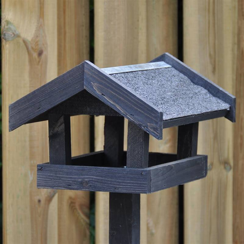 930122-bird-feeder-tornby-4.jpg