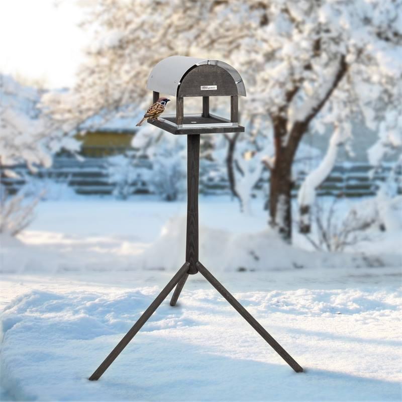 930128-2-fagelbord-voss-garden-fagelmatning.jpg