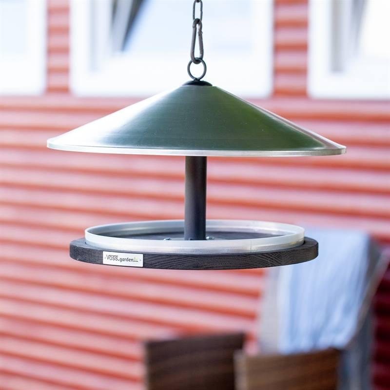 930132-3-fågelbord-skagen-fågelmatare-med-tak-i-metall-tidlös-dansk-design.jpg