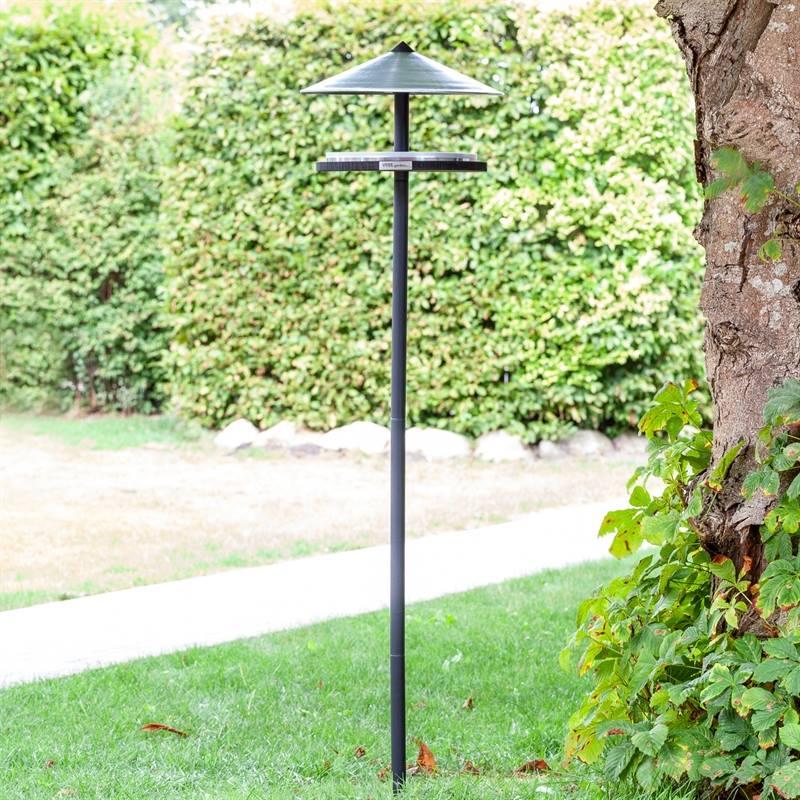 930133-2-fågelmatare-snygg-trädgårdsdekoration-fågelbord-inkl.-stativ-voss.garden.jpg