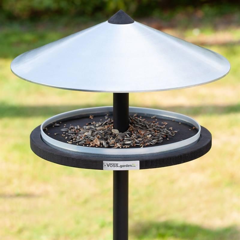 930133-3-fågelbord-skagen-fågelmatare-med-tak-i-metall-tidlös-dansk-design.jpg
