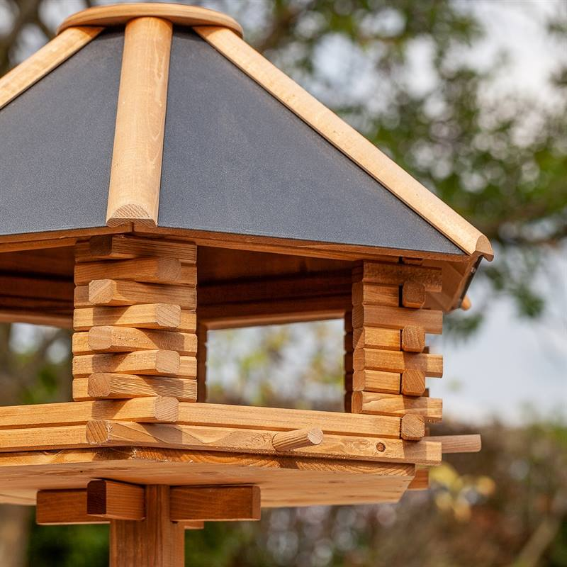 930300-3-extra-stort-fågelbord-tofta-fågelmatning-trädgårdsdekoration-lantkompaniet-fågelmatare.voss