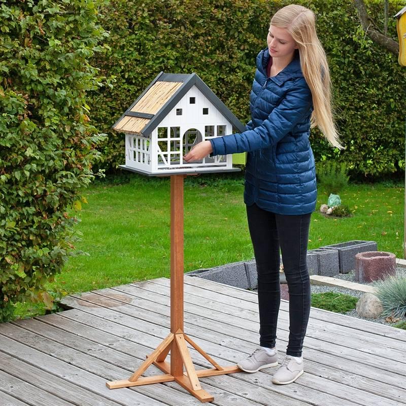 930362-11-lantligt-fågelbord-fågelvilla-lantkompaniet.se-fågelmatning-året-runt-vackert-fågelhus.jpg