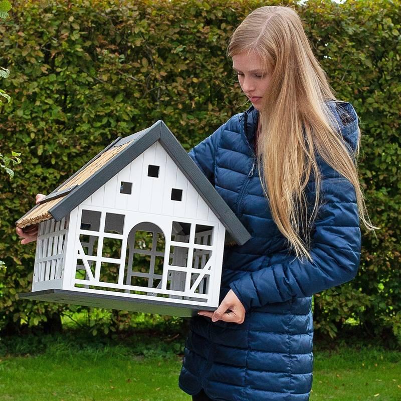 930362-9-fågelbord-lantkompaniet-snyggt-fågelhus-naturliga-material-lantlig-stil.voss.garden.jpg