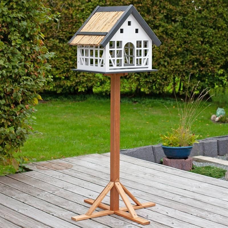 930363-2-fågelvilla-linda-enastående-fågelbod-i-trä-stråtak-voss.garden.jpg