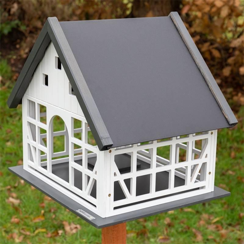 930365-voss-garden-vogelhaus-belau-mit-fachwerk.jpg