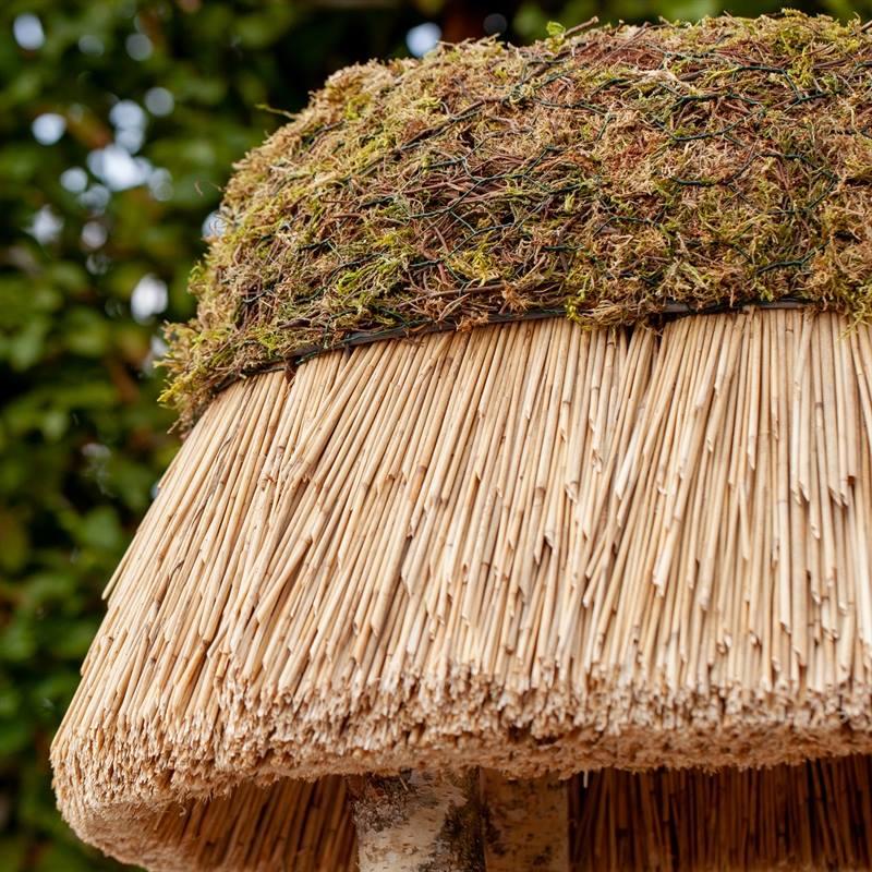 930400-4-tilltalande-naturligt-fågelhus-pellworm-högvärdigt-fågelbord-trä-halmtak-voss.garden.jpg